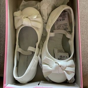 White bow toddler girl fancy shoes s 9 nwt